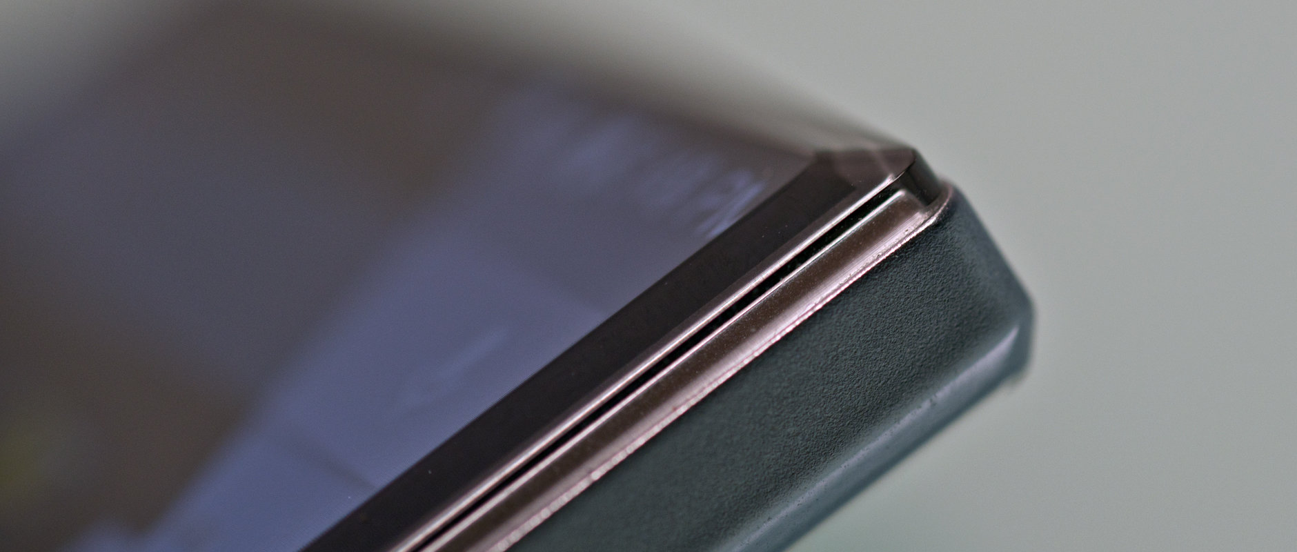 A photo of the Sharp Aquos Crystal's screen chamfering.