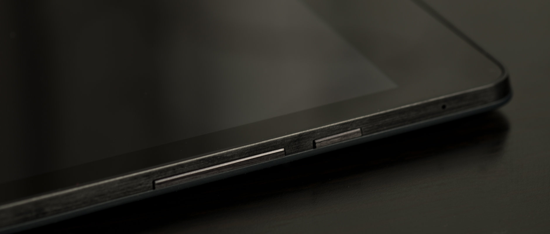 A photo of the Google Nexus 9's buttons.