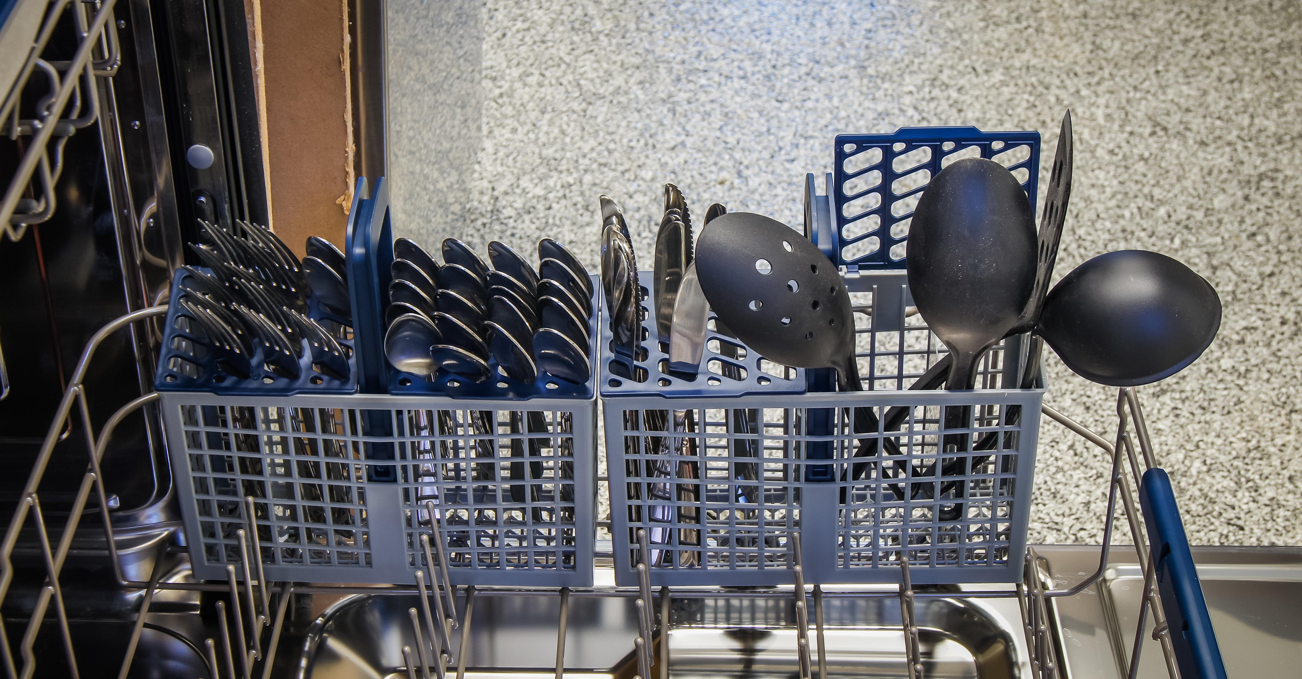 Samsung DW80H9970US cutlery basket capacity