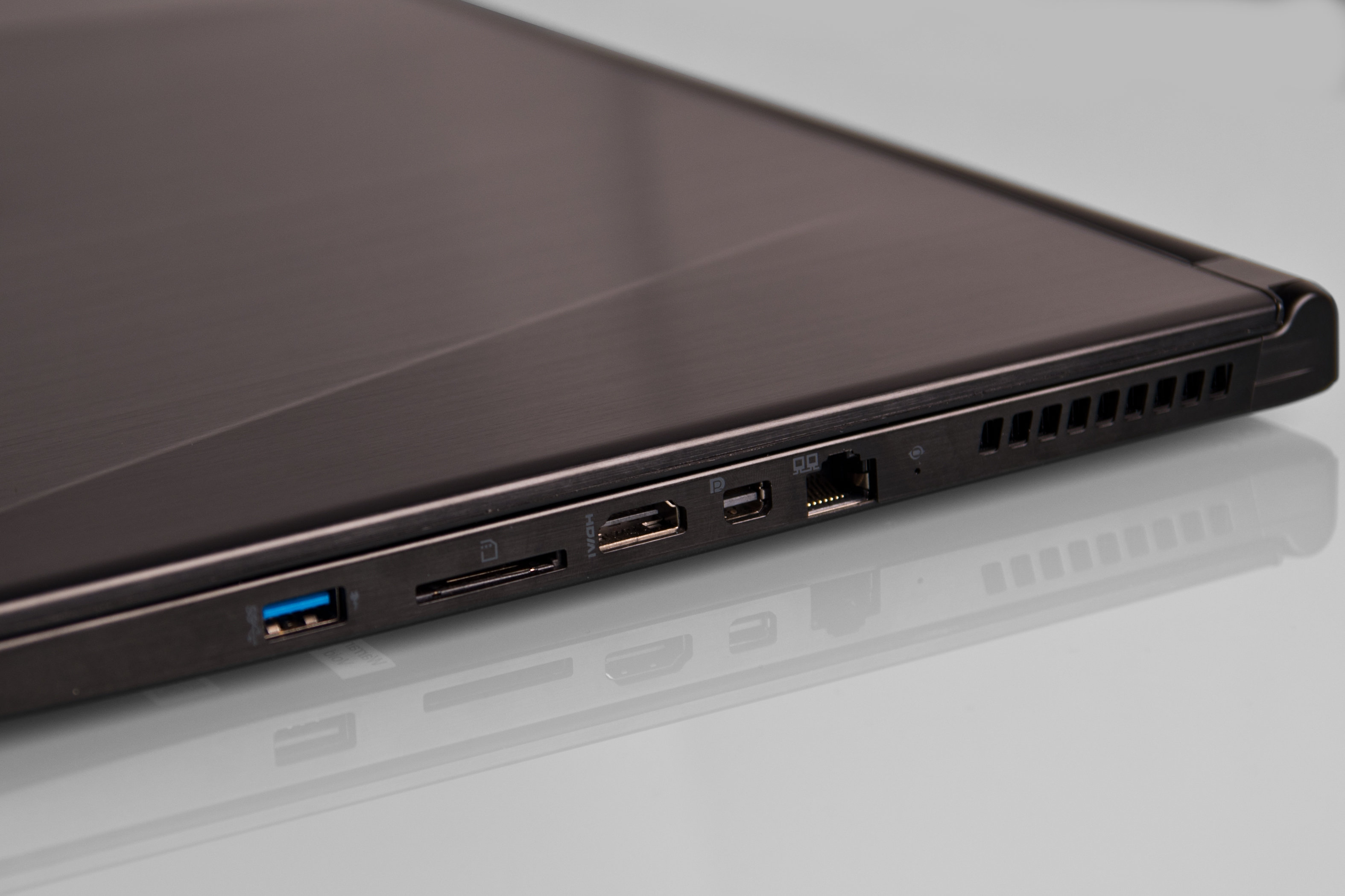A picture of the MSI GS60 Ghost's right-side ports.