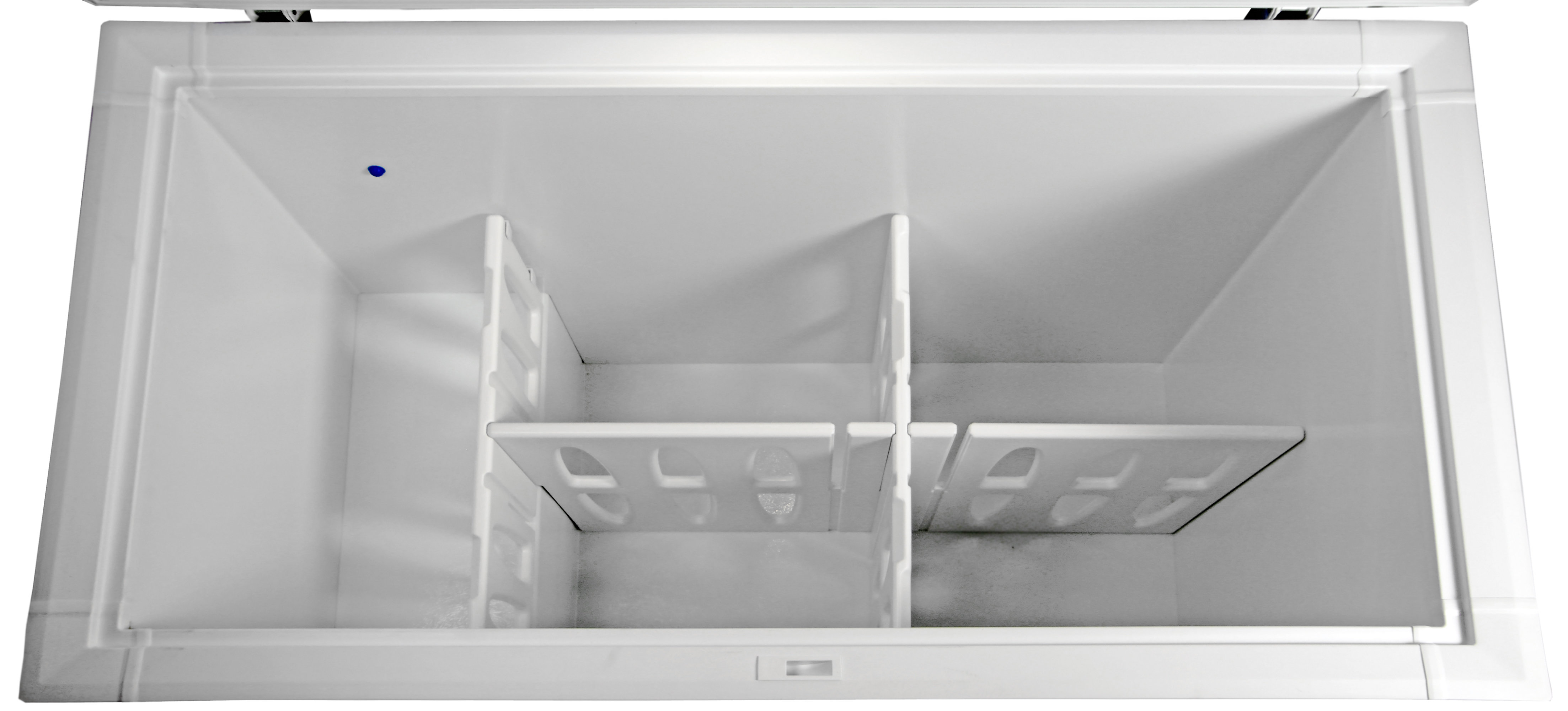 Under the Kenmore 16542's storage baskets, plastic dividers create zones for easy food organization.