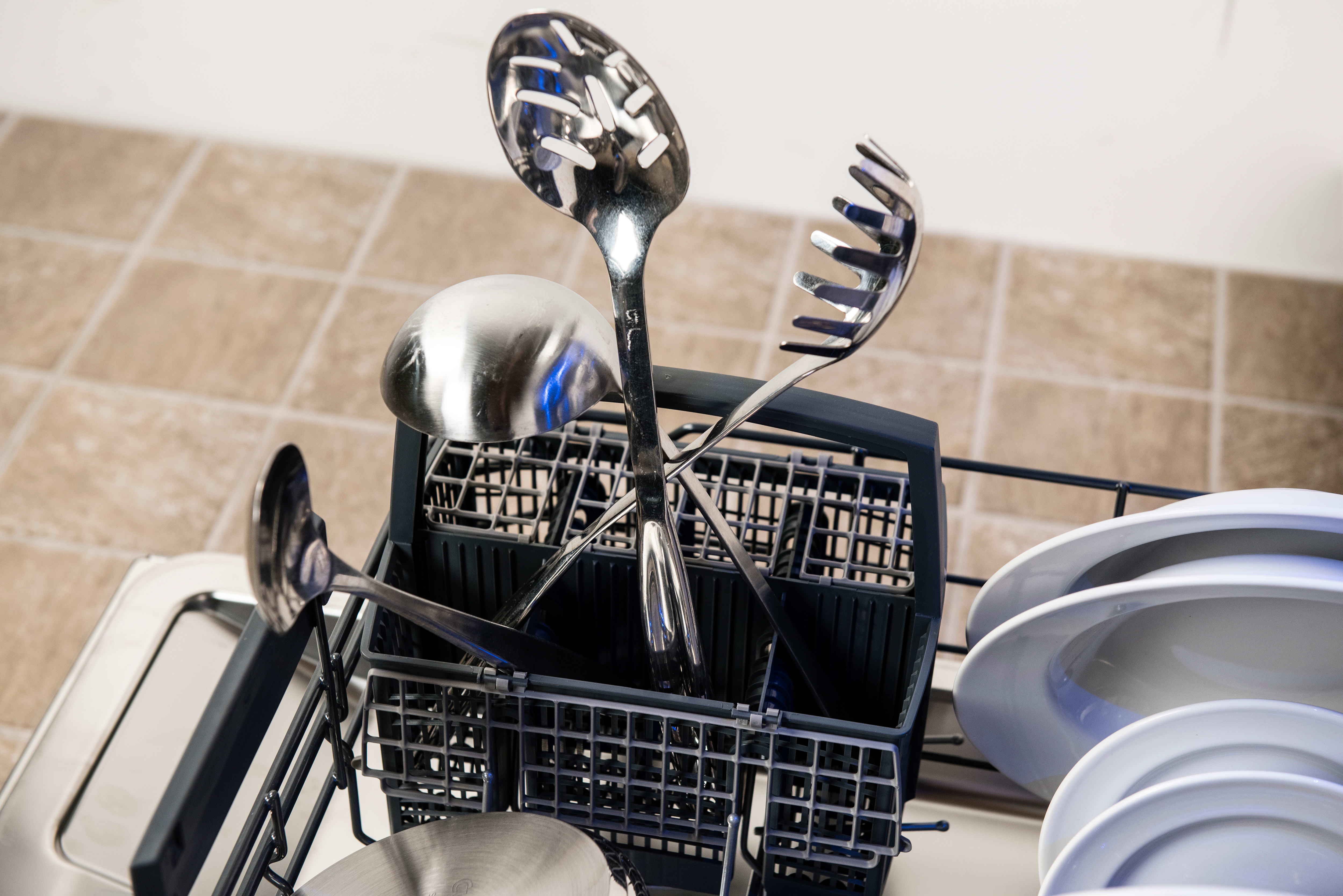 Thermador Sapphire DWHD650JPR cutlery basket loaded