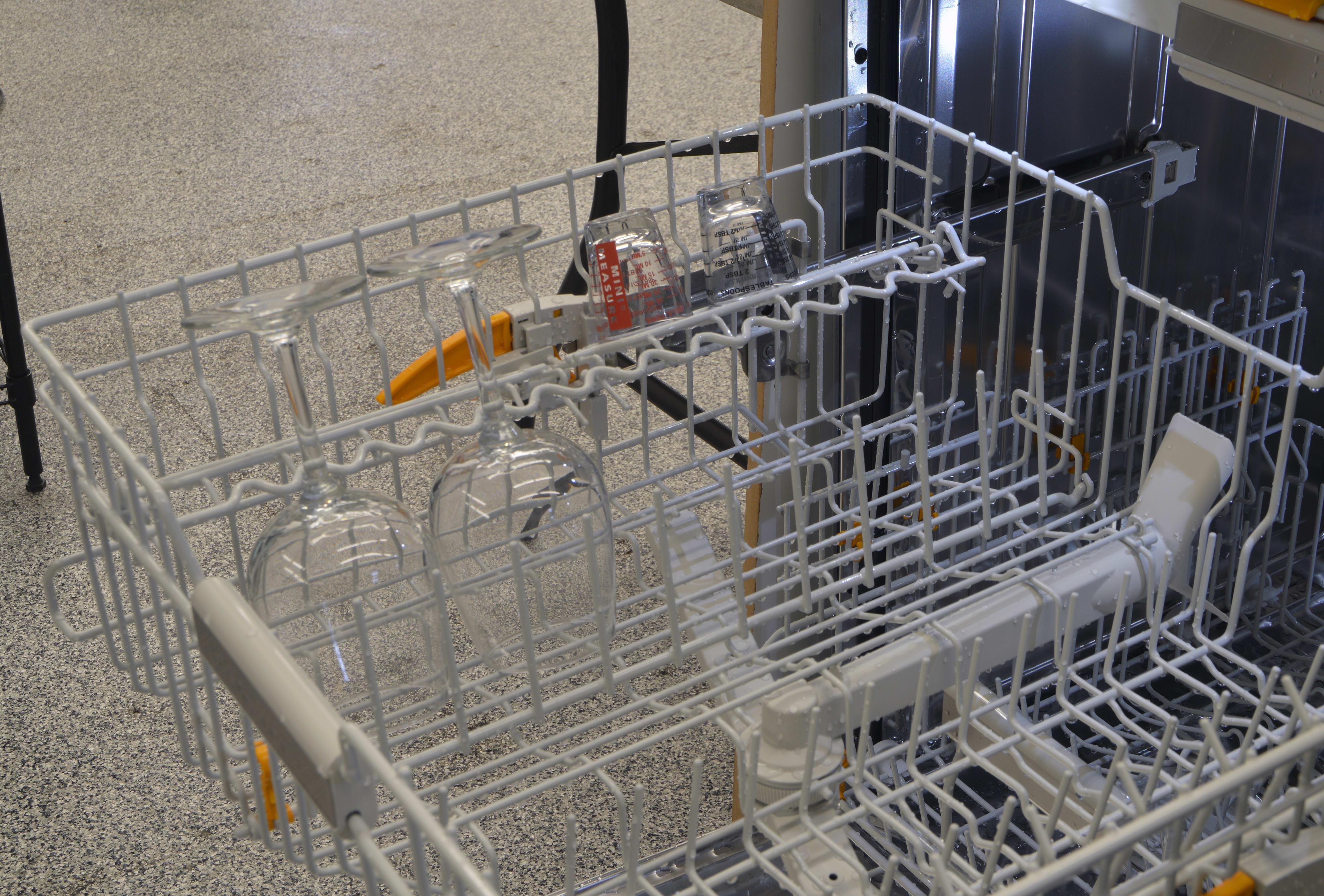 Fold-down shelves on the upper rack