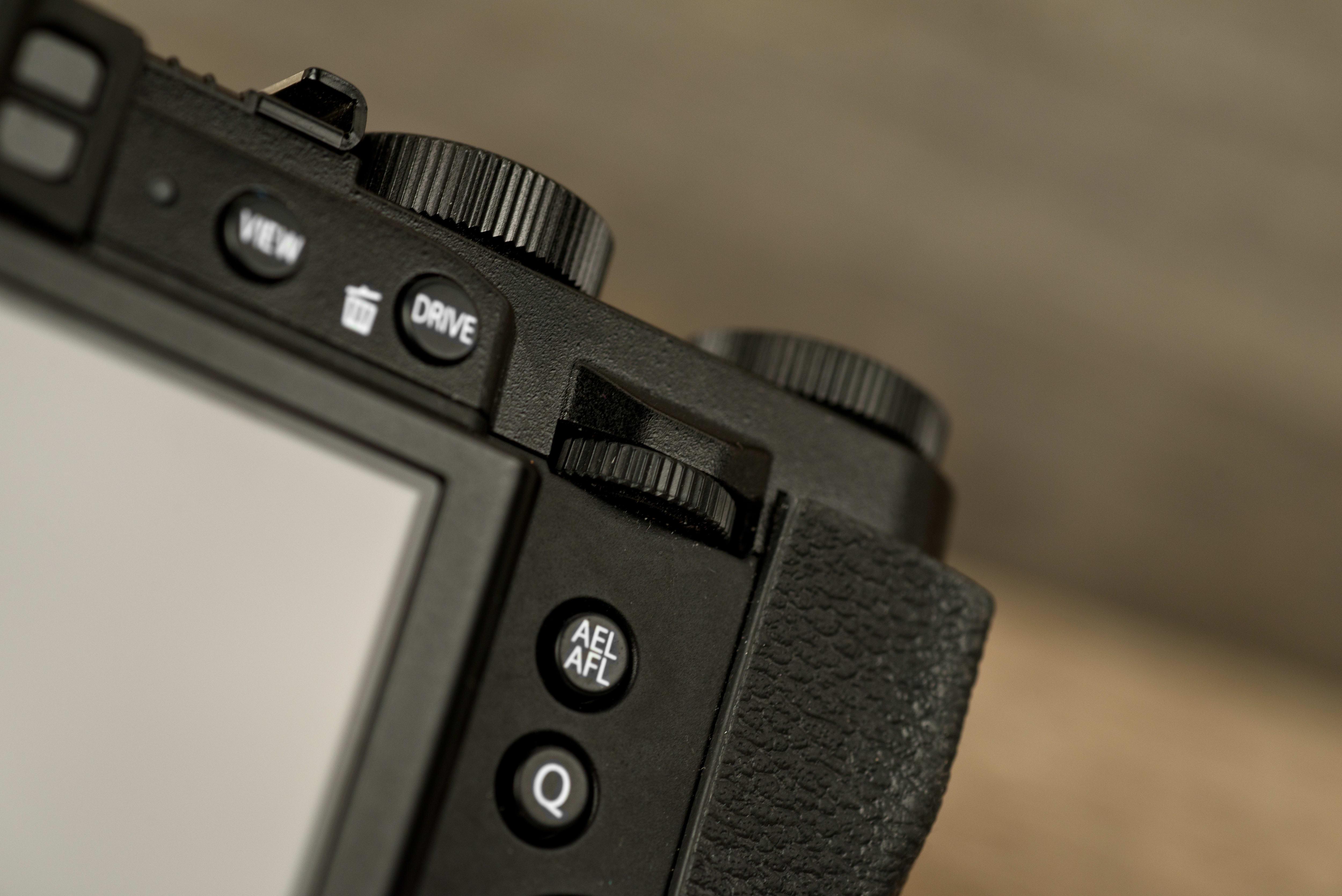 A photo of the Fujifilm X30's rear control dial.