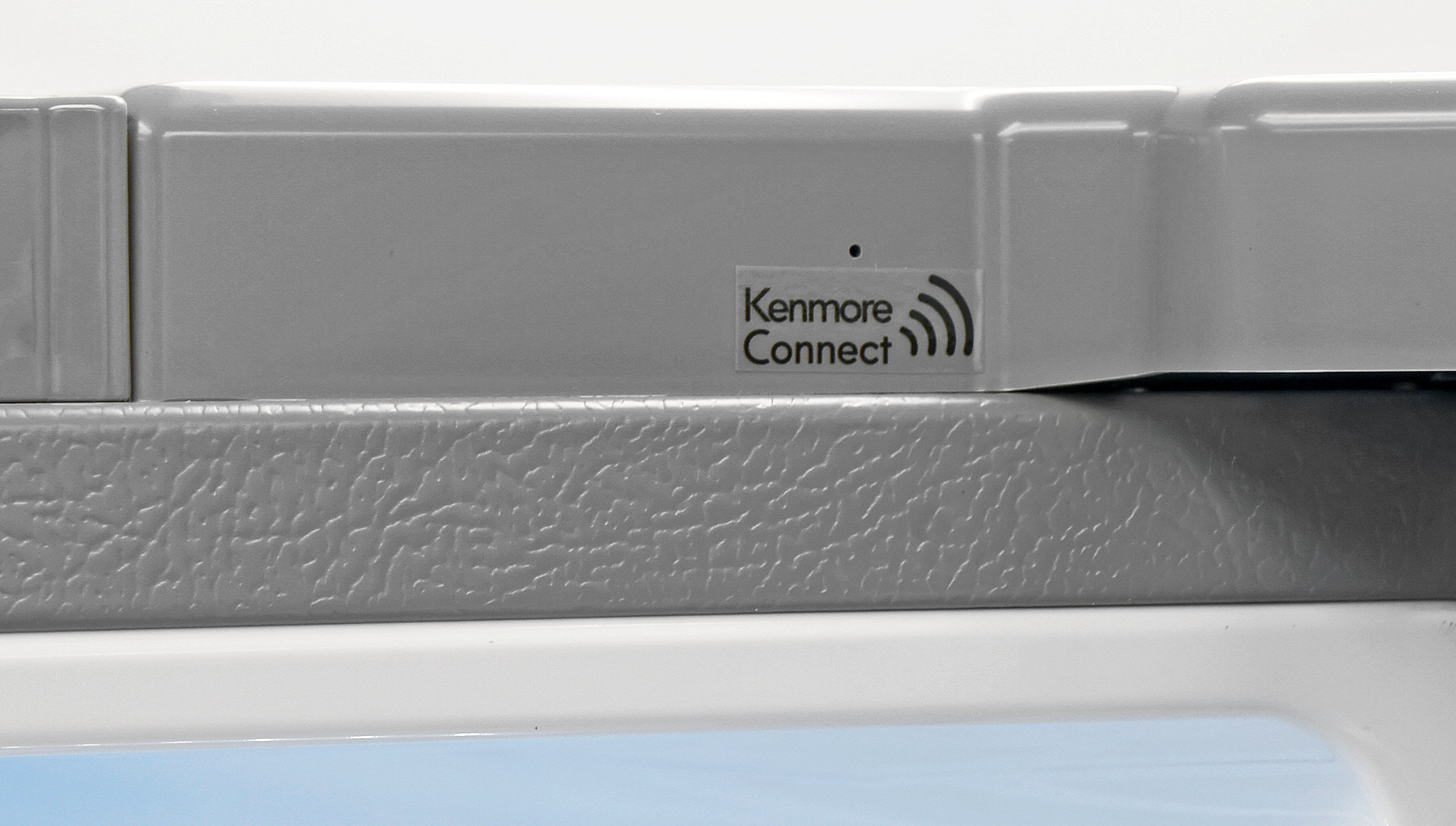 Kenmore Connect allows you to send error information via a smartphone app to streamline any repairs you might need to conduct on your Kenmore Elite 74033.