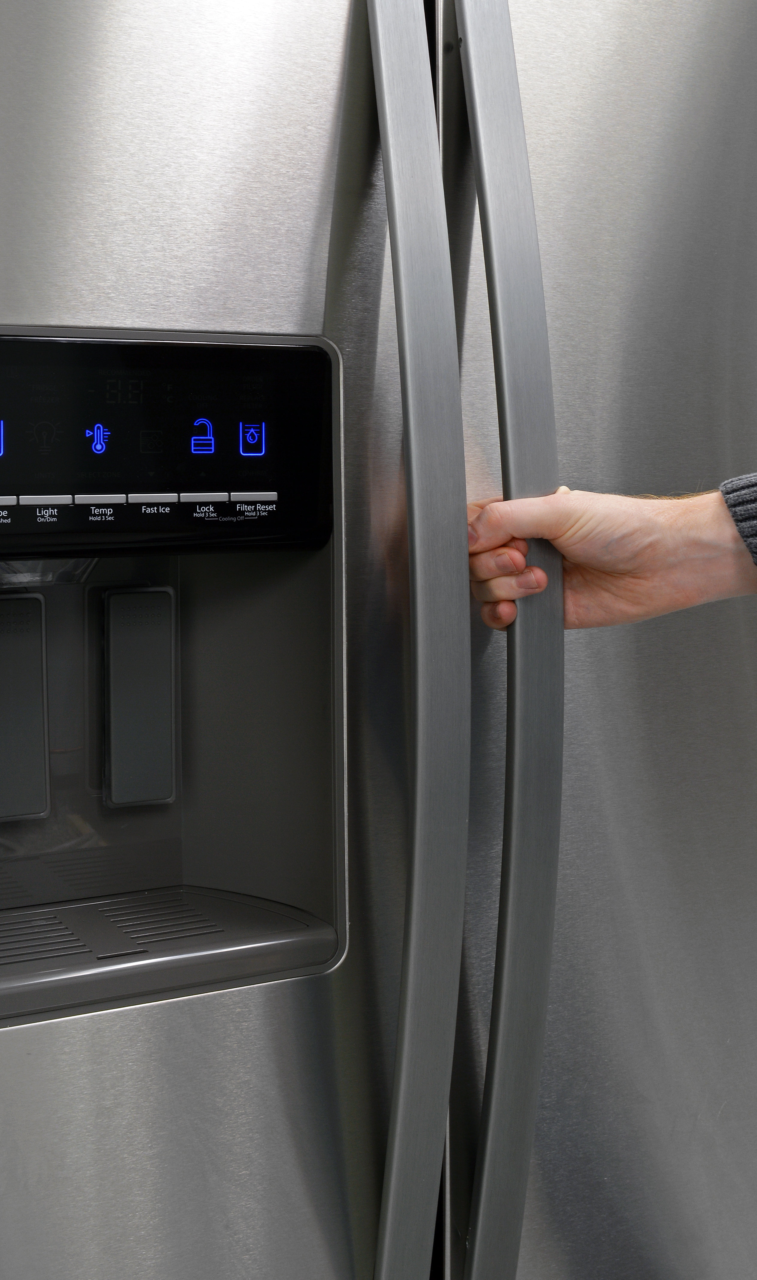 The Whirlpool WRS571CIDM's long, tapering handles look and feel great.