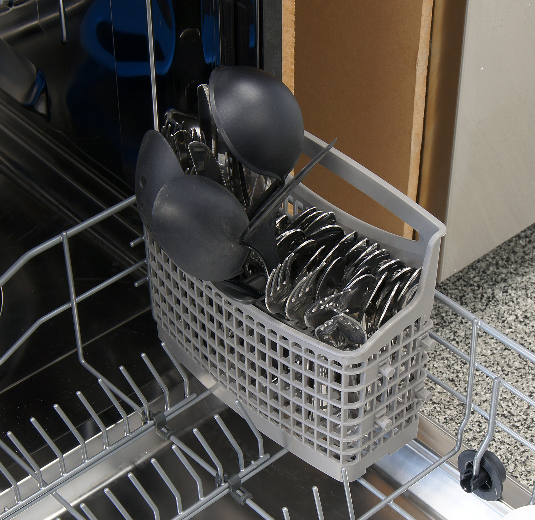 Frigidaire Gallery FGID2474QS cutlery capacity