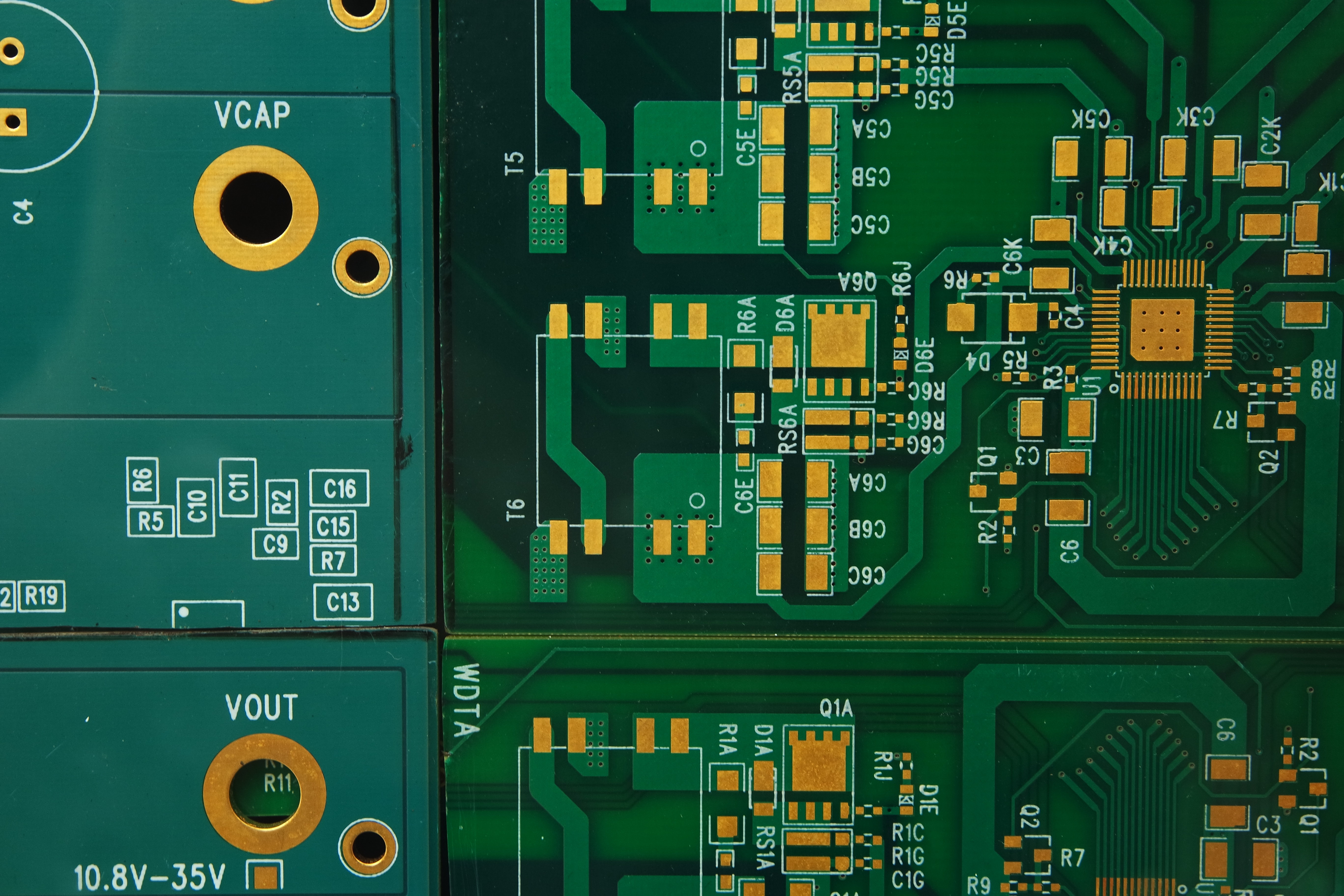 A sample photo of an empty circuitboard shot by the Samsung NX3000.