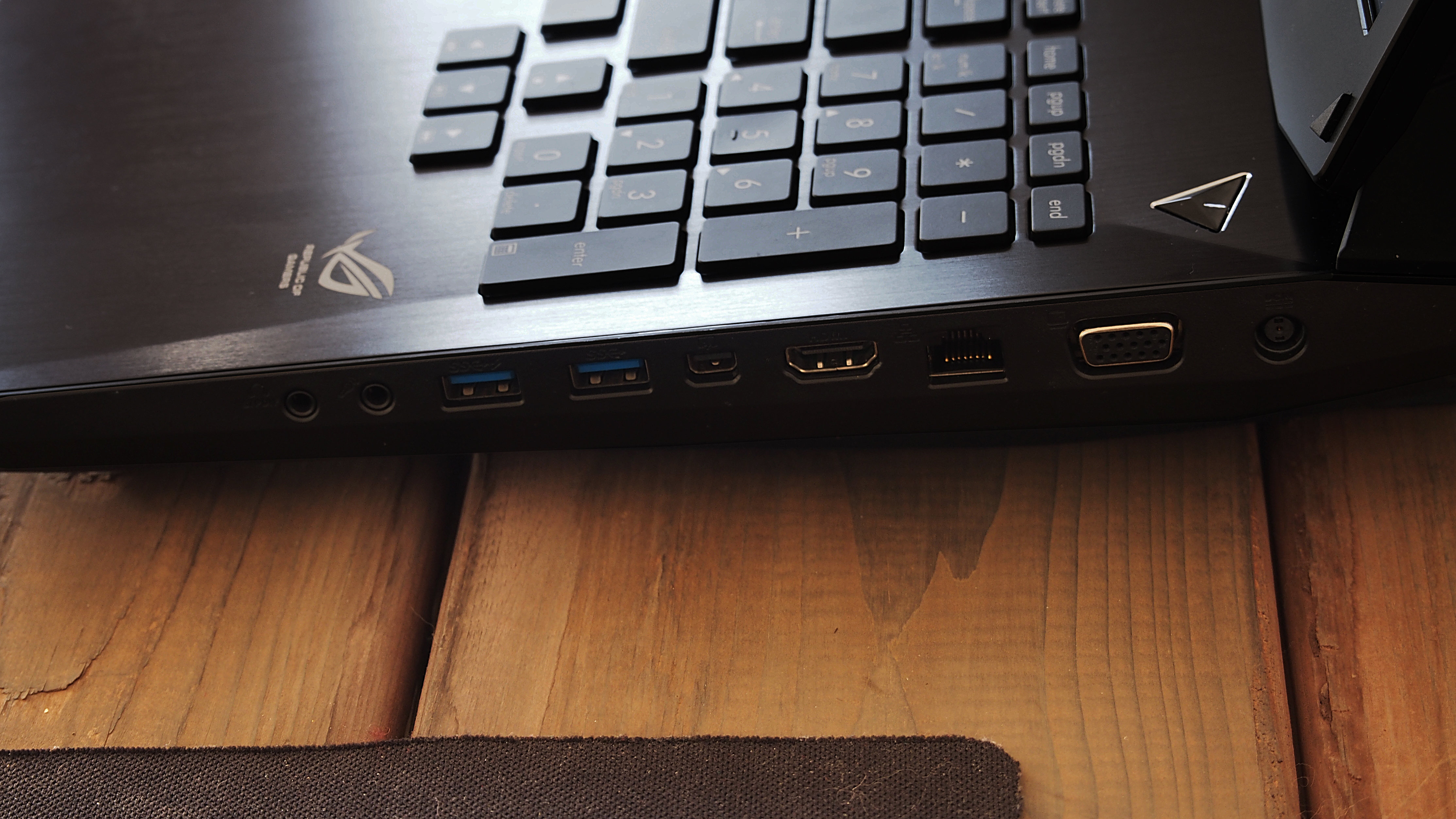 On its right side, the Asus G750JZ contains two USB 3.0 ports, a headphone jack, a microphone input, a DisplayPort, an HDMI output, and ethernet jack, and a VGA output.