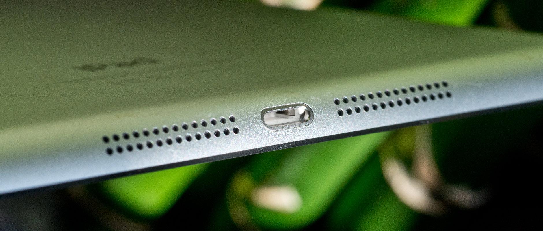 A photo of the Apple iPad mini 3's speakers.