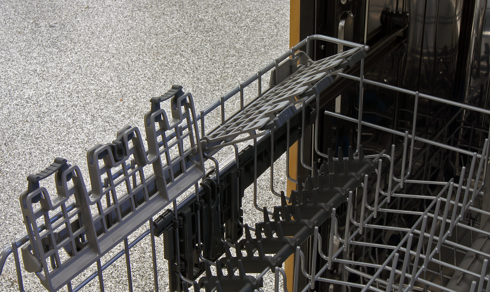 Frigidaire Gallery FGID2474QS stemware clip