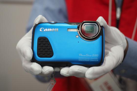 CANON-D30-FI-HANDLING1.jpg