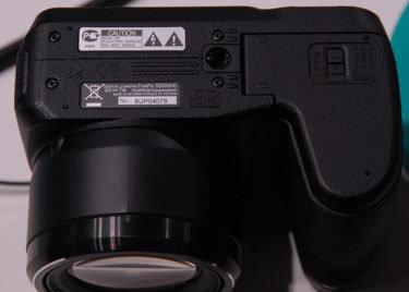 Fujifilm-finepix-s2000hd-bottom-375.jpg