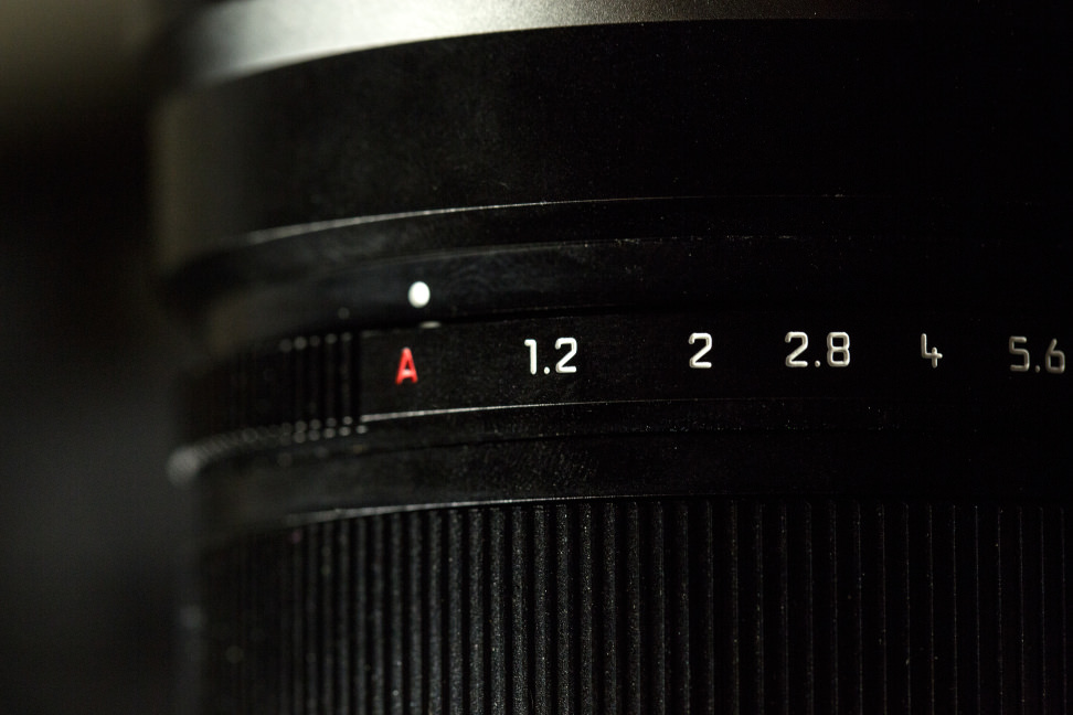 panasonic-42-5-f12-nocticron-review-design-aperture-ring.jpg