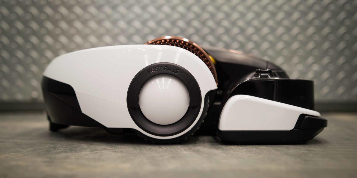 samsung powerbot vr9000 robot vacuum cleaner review reviewedcom robot vacuums - Robot Vacuums