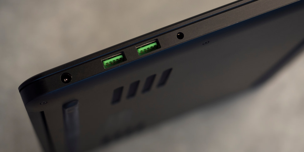 Razer Blade late 2016 left ports