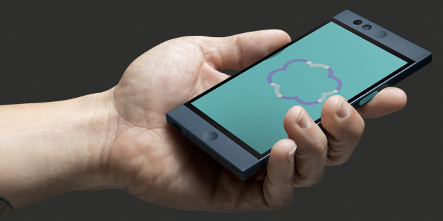 Nextbit Robin In Use