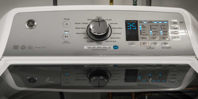 The GE GTW680BSJWS washing machine