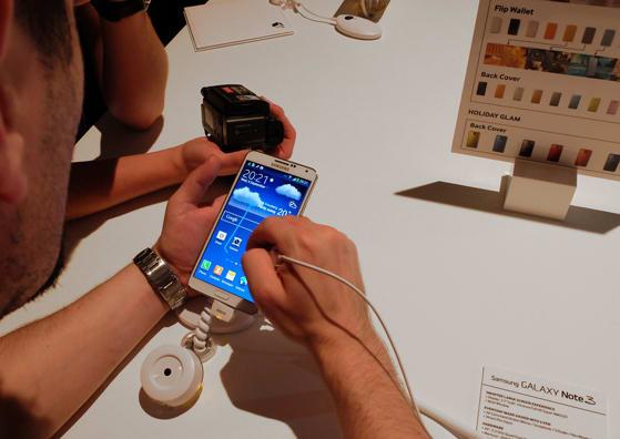Samsung-Galaxy-Note-3-in-use.jpg