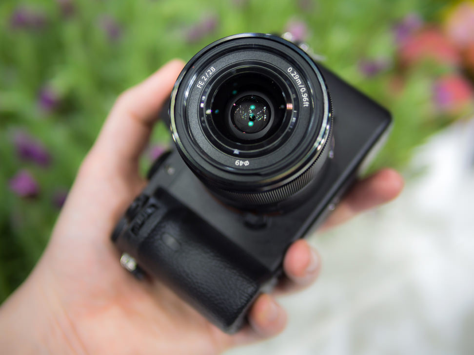 Sony FE 28mm f/2 – Front Element