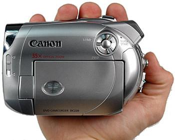 Canon_DC220_Handling.jpg