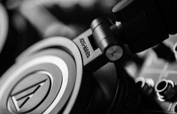 Audio technica ath m50x review design hero