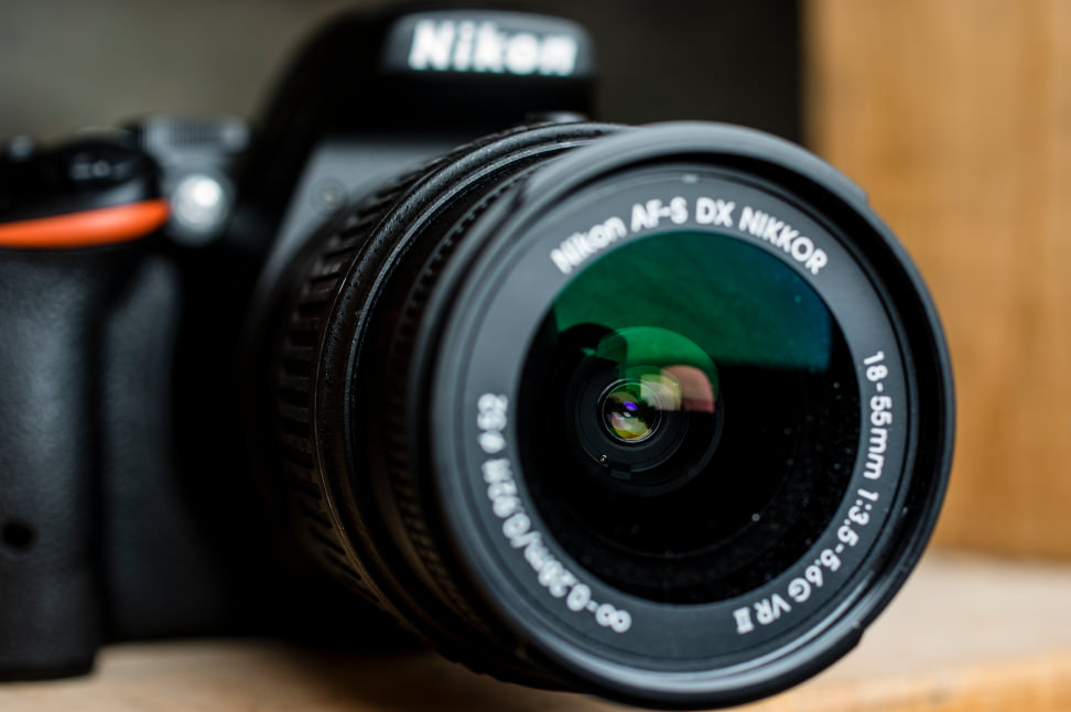 Nikon-D5500-Review-Design-Lens.jpg