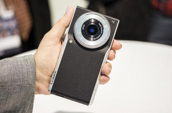 Panasonic-CM1-Photokina-Hand.jpg