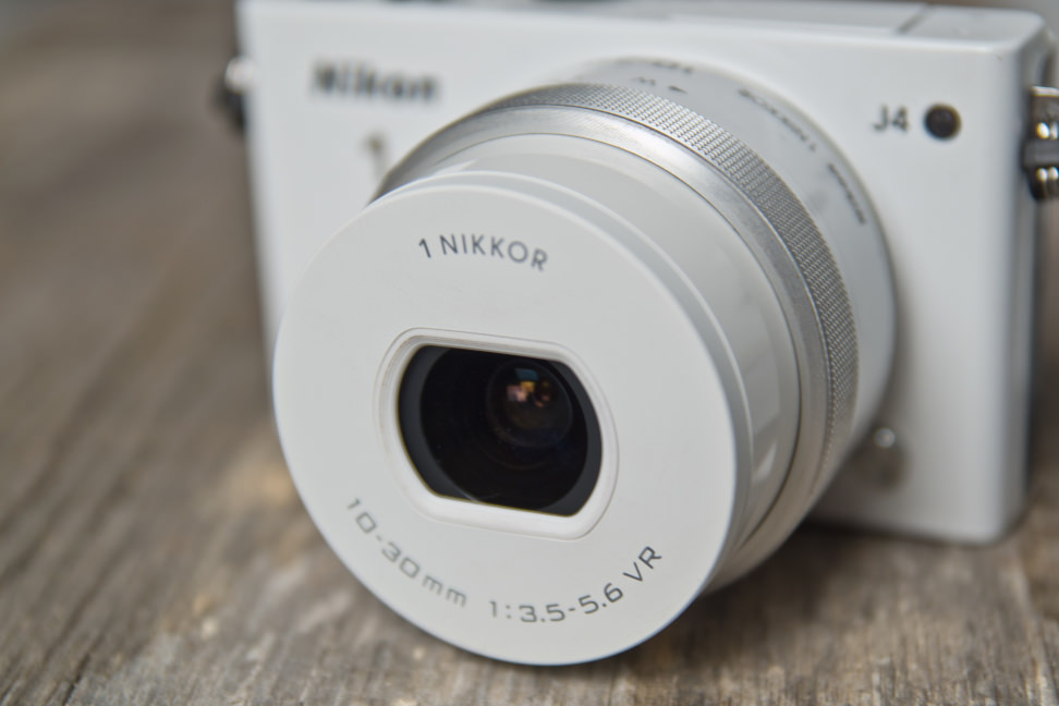 nikon-1-j4-review-design-lens.jpg