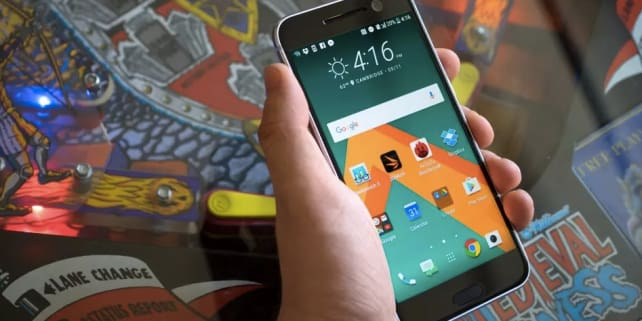 HTC 10 In Hand