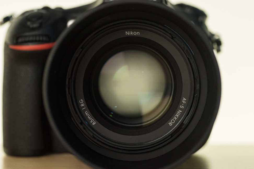 nikon-85mm-f1p8-review-design-camera-front.jpg