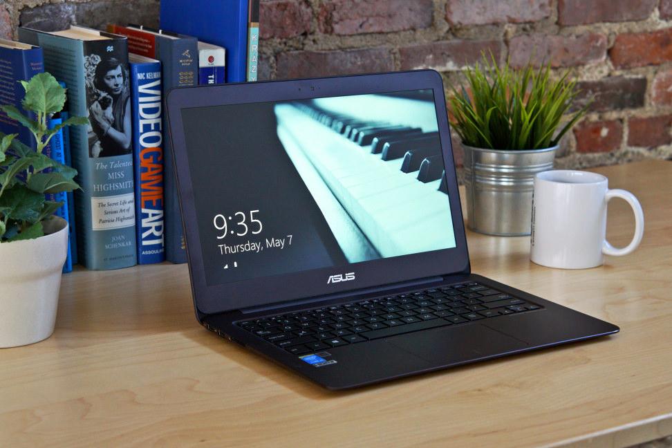 Asus ZenBook UX305 - Desk