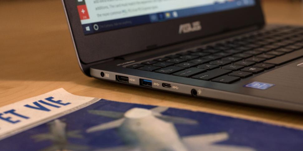 Asus VivoBook E403SA Ports Left