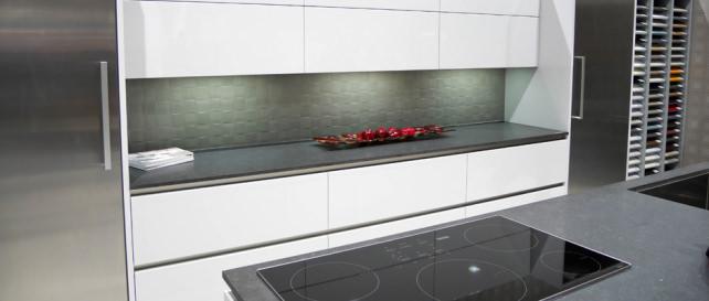 Pentalquartz countertop, Bauformat Kuchen cabinets